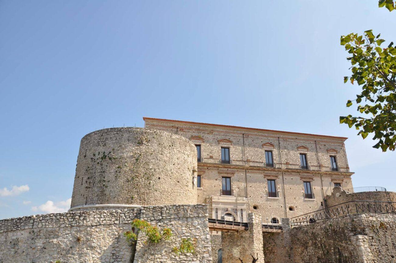 castello macchiaroli teggiano