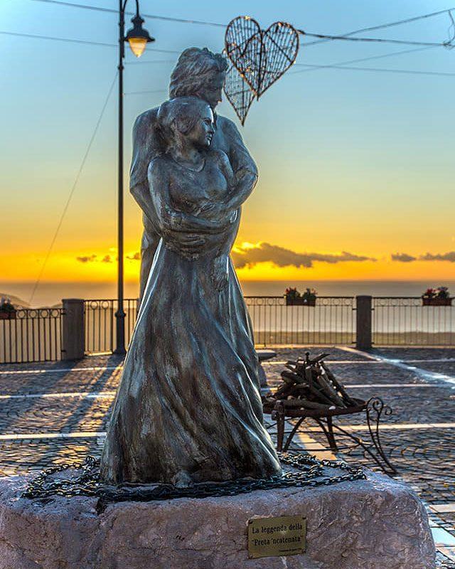 La statua di Saul e Isabella Trentinara